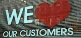 چگونه نشان دهیم که عاشق مشتریانمان هستیم ؟